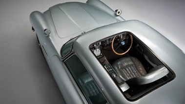 Aston Martin DB5 007, grise, toit escamotable