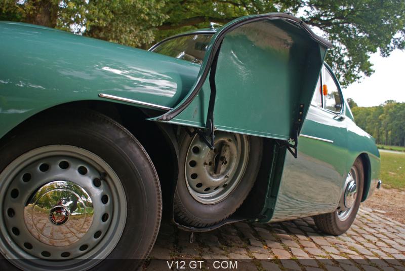 bristol 405 coupe vert roue de secours bristol photos classic les plus belles photos de gt. Black Bedroom Furniture Sets. Home Design Ideas
