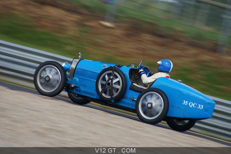 bugatti type 35 cette voiture de sport domina sans partage le sport automobile dans les ann es 20. Black Bedroom Furniture Sets. Home Design Ideas