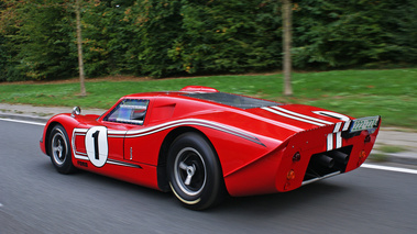 Ford GT40 MkIV rouge 3/4 arrière gauche travelling