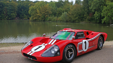 Ford GT40 MkIV rouge 3/4 avant gauche