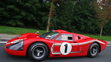 Ford GT40 MkIV rouge profil travelling penché