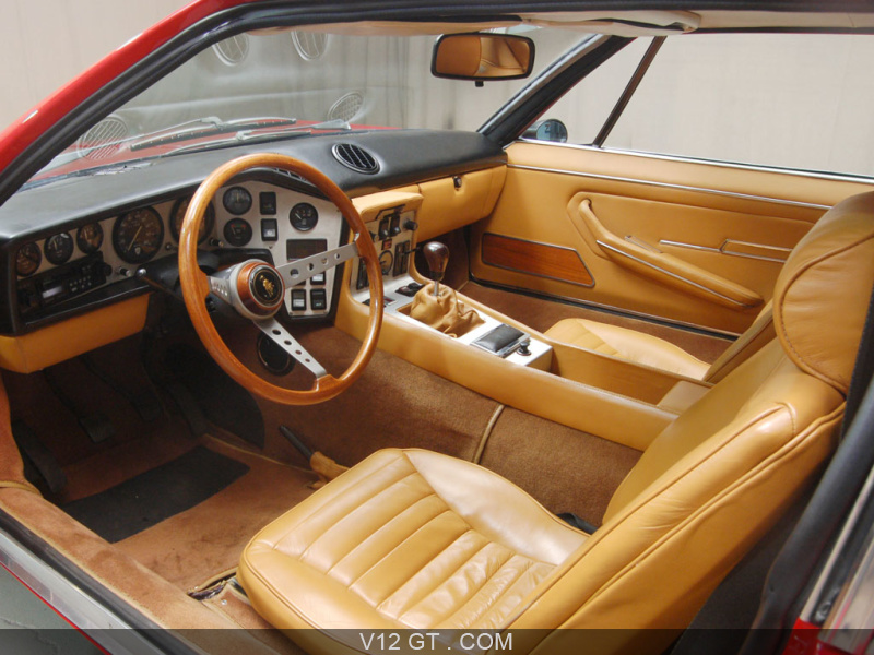 Lamborghini espada rouge int rieur lamborghini photos for Interieur lamborghini