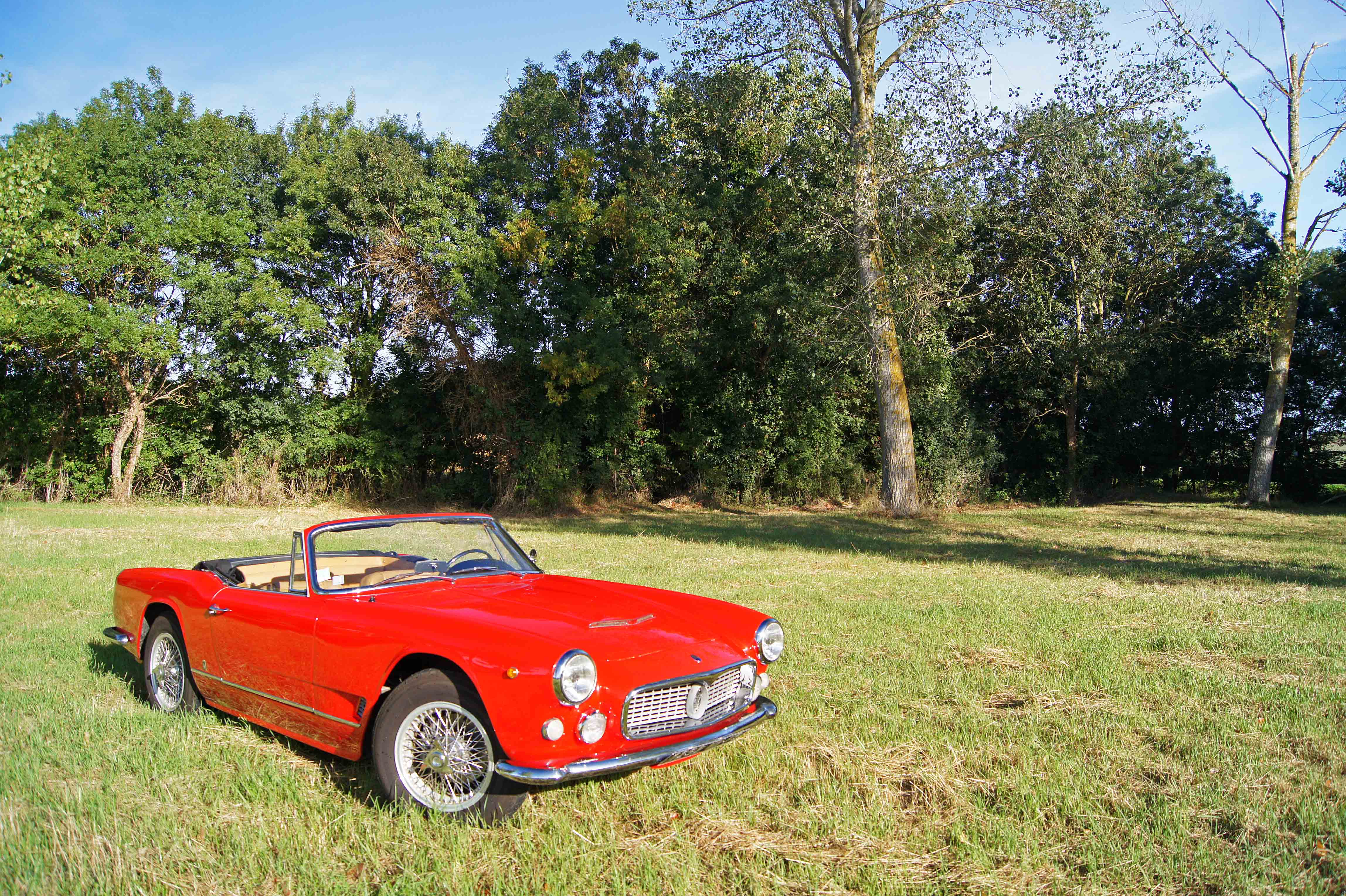 Maserati-3500-GT-Spyder-rouge-
