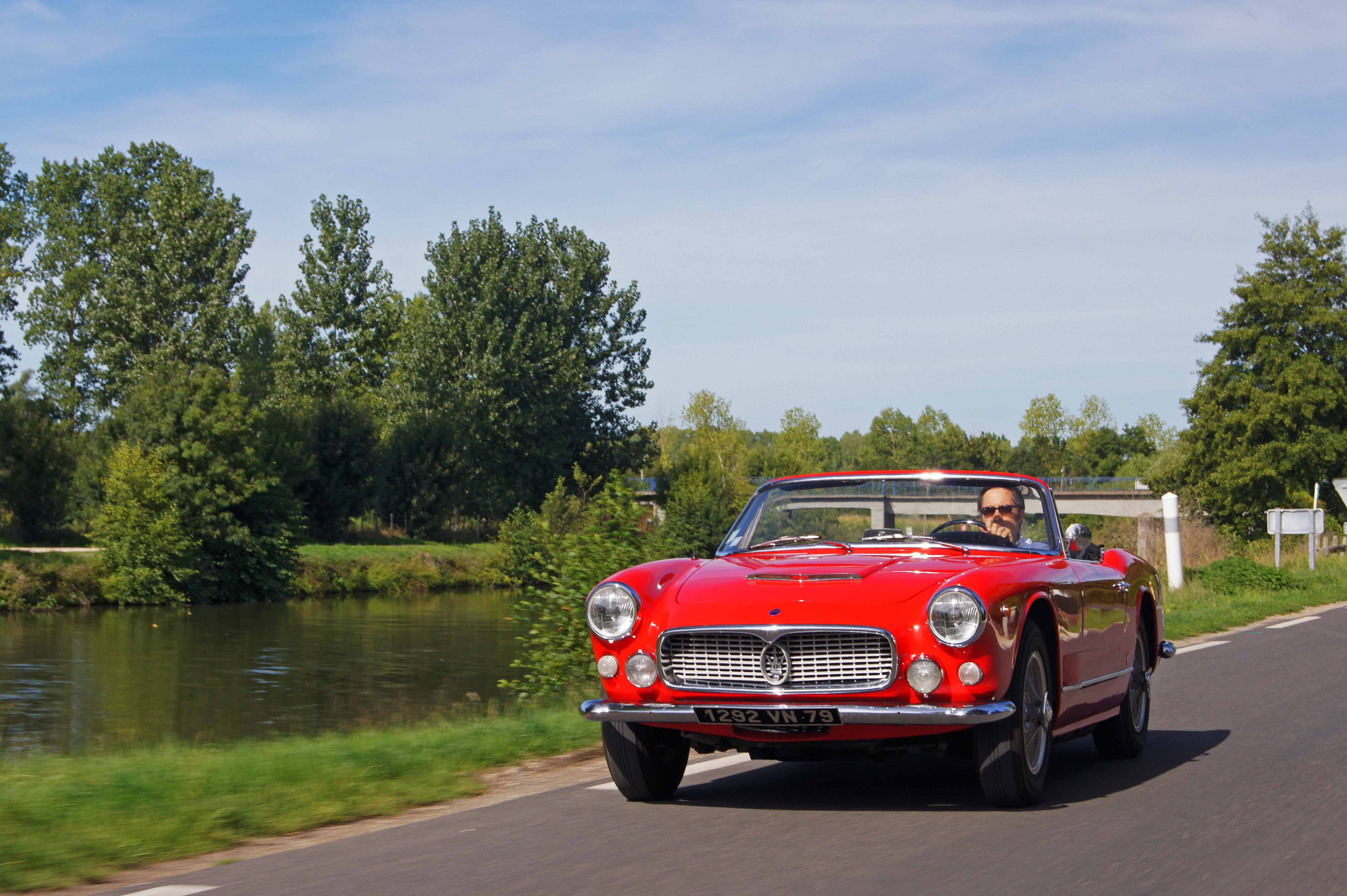 Maserati-3500-GT-Spyder-rouge-3-4-avant-gauche-travelling.jpg
