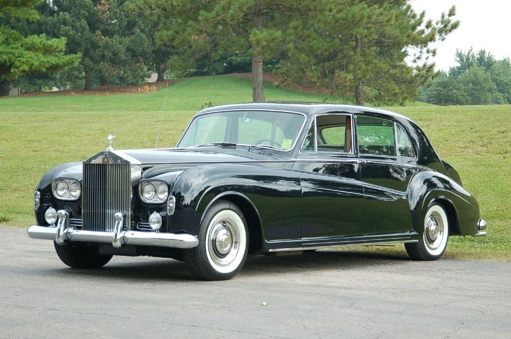 rolls royce phantom v. Rolls-Royce-Phantom-V-Noire-3-