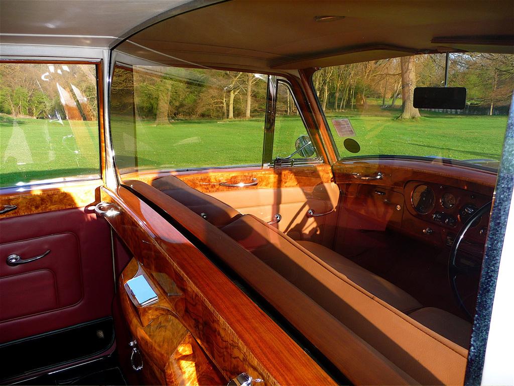 Rolls-Royce-Phantom-V-Park-