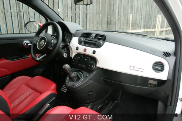 Abarth 500 esseesse blanche int rieur abarth for Interieur 500 abarth