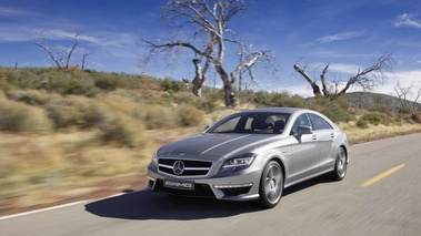 Mercedes CLS 63 AMG anthracite 3/4 avant gauche travelling