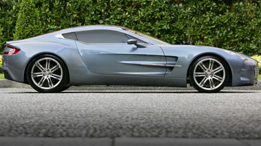 Aston Martin One77 profil