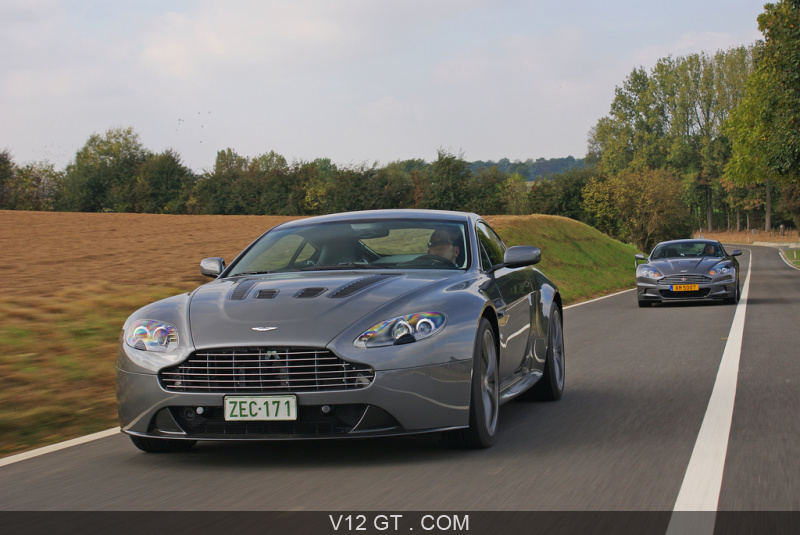 aston martin am v12 vantage aston martin dbs gt essais gt magazine v12 gt l 39 motion. Black Bedroom Furniture Sets. Home Design Ideas