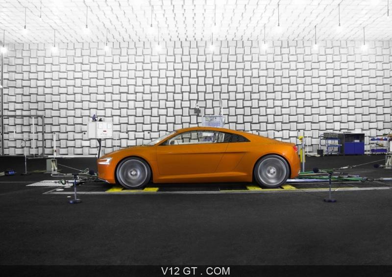 Audi e-Tron marron sale insonorisée profil / Audi / Photos ...