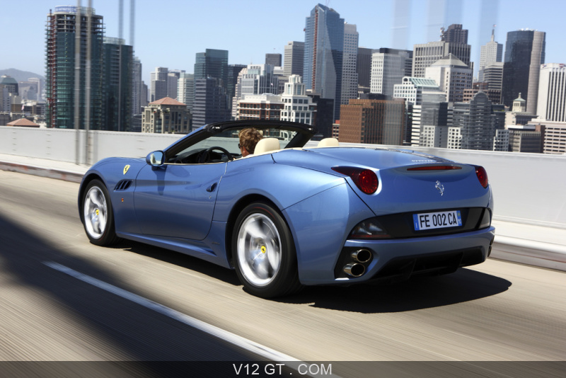 ferrari california bleu 3 4 arri re gauche travelling. Black Bedroom Furniture Sets. Home Design Ideas