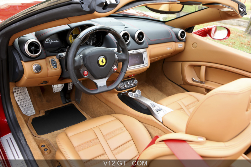 Ferrari california hele rouge int rieur 2 ferrari for Interieur ferrari
