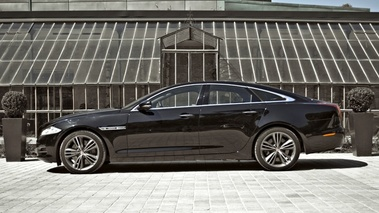 Jaguar XJ Noir Lateral