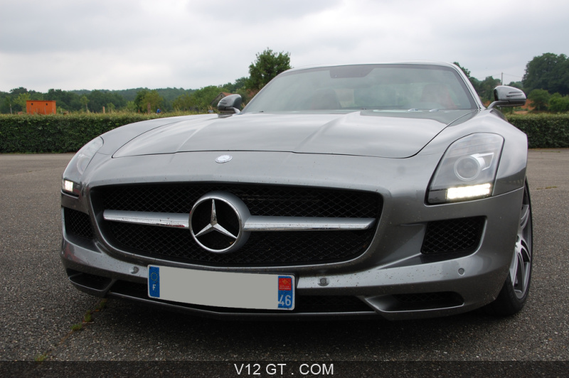 mercedes sls amg gris face avant amg photos gt les plus belles photos de gt et de classic. Black Bedroom Furniture Sets. Home Design Ideas
