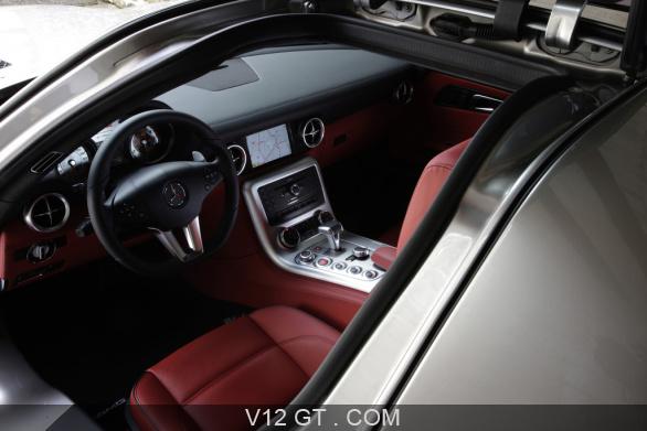 https://www.v12-gt.com/var/v12gt/storage/images/galerie/galeries-photos/galeries-gt/mercedes-benz/mercedes-sls-amg-gris-interieur2/42481-1-fre-FR/Mercedes-SLS-AMG-gris-interieur_gallery-full.jpg