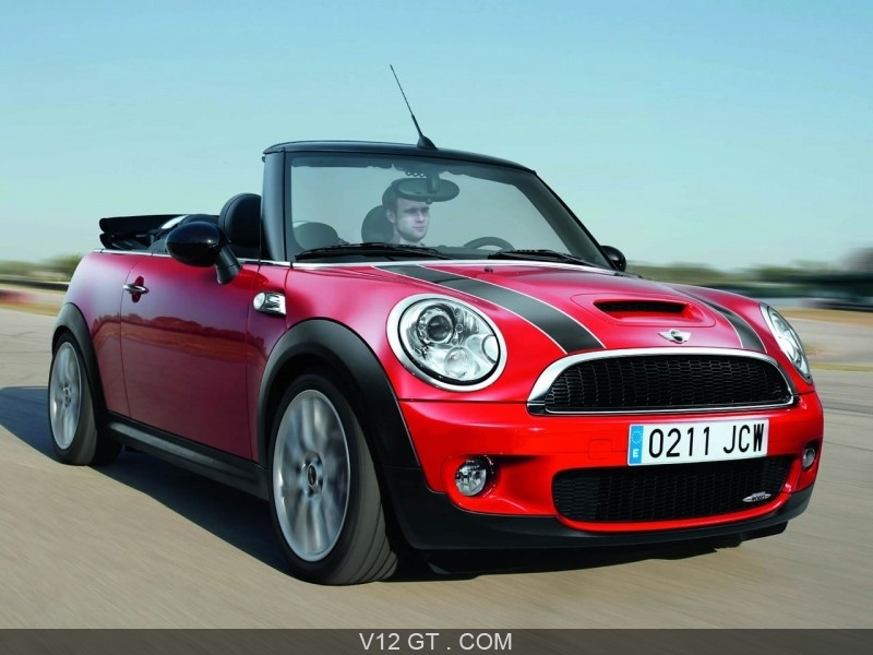 mini cooper jcw cabriolet ce cabriolet sport est dot e d 39 un moteur 1 6l turbo de 211 cv. Black Bedroom Furniture Sets. Home Design Ideas