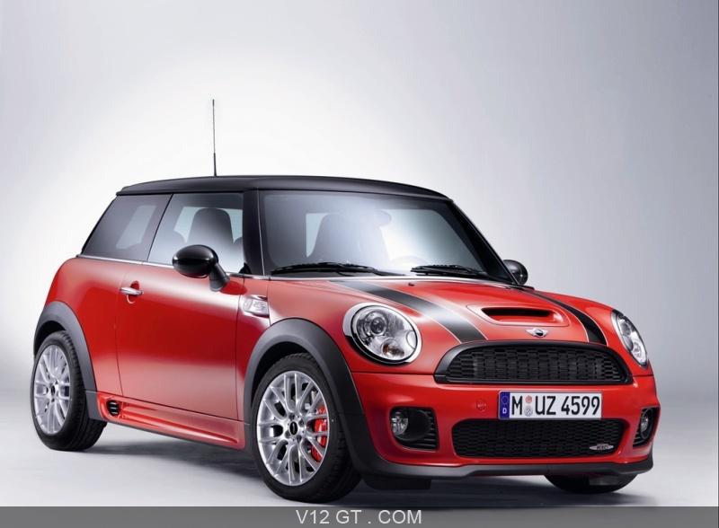 mini cooper jcw cette voiture de sport est dot e d 39 un. Black Bedroom Furniture Sets. Home Design Ideas