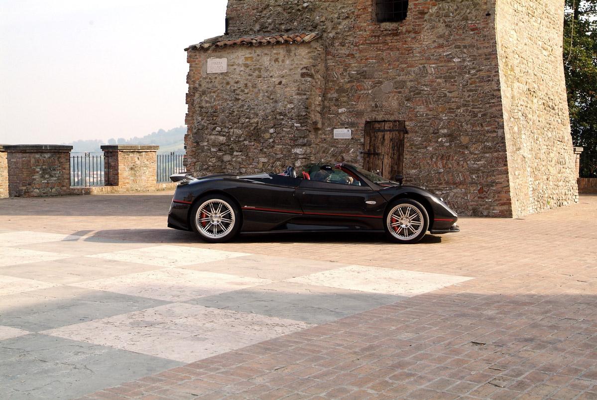Pagani-Zonda-F-Roadster-noir-