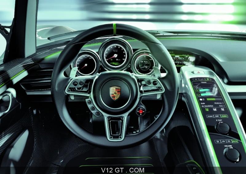 Tableau Porsche 918 jaune 3 Porsche 918 Spyder grise tableau de bord zoom