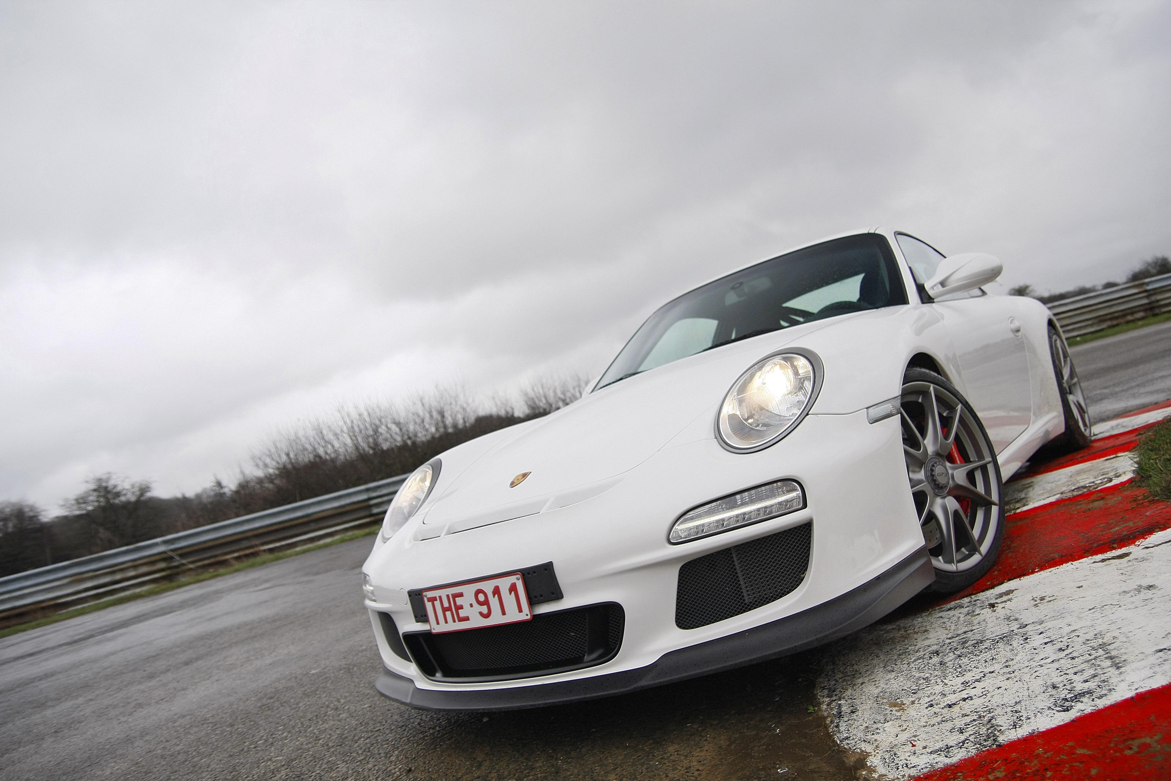 Porsche-997-GT3-MkII-blanc-3-4
