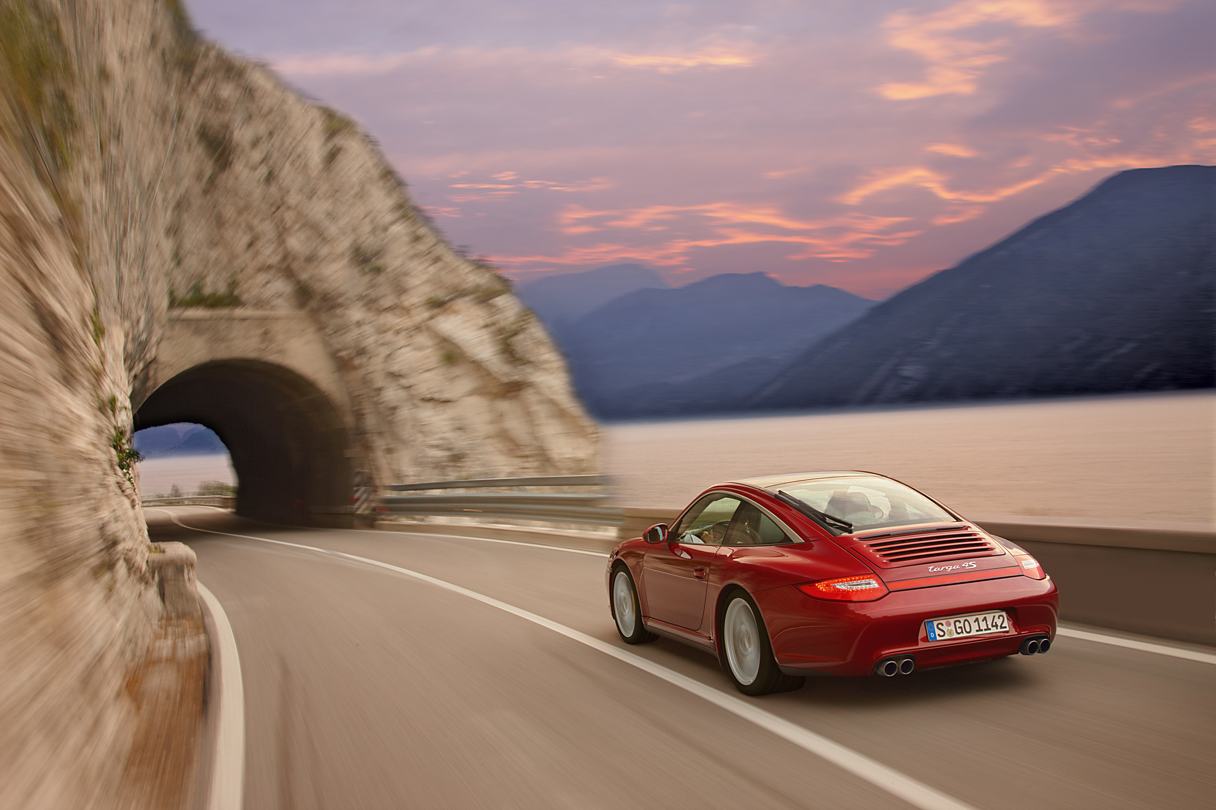 Porsche-997-Targa-4S-MkII-rouge-3-4-arriere-gauche-travelling.jpg