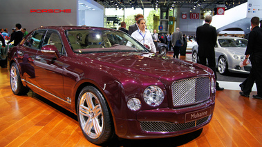 Mondial de l'Automobile Paris 2010 - Bentley Mulsanne bordeaux 3/4 avant droit