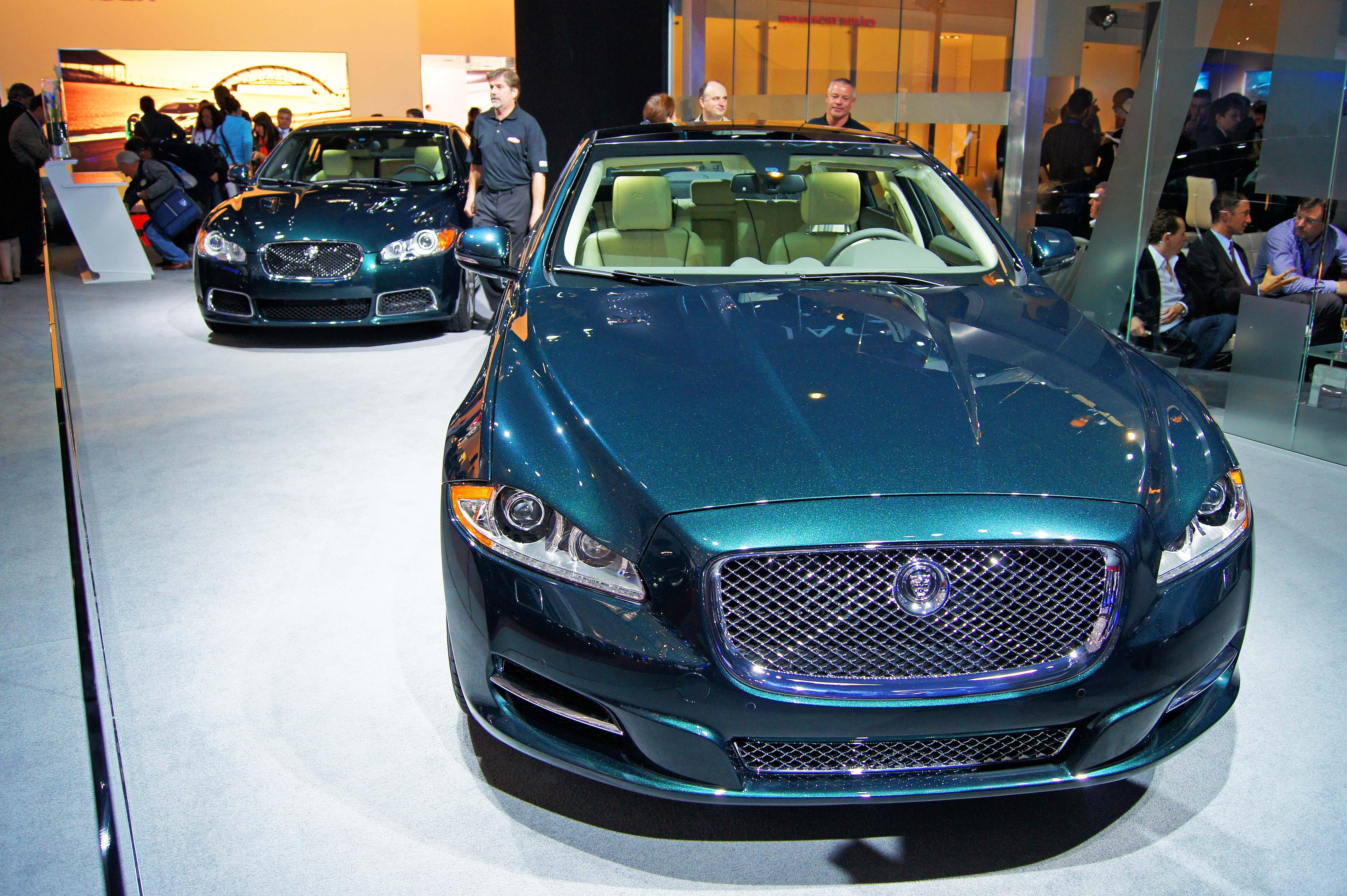 -Paris-2010-Jaguar-XJ-vert