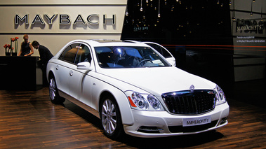 Mondial de l'Automobile Paris 2010 - Maybach 57S blanc 3/4 avant droit