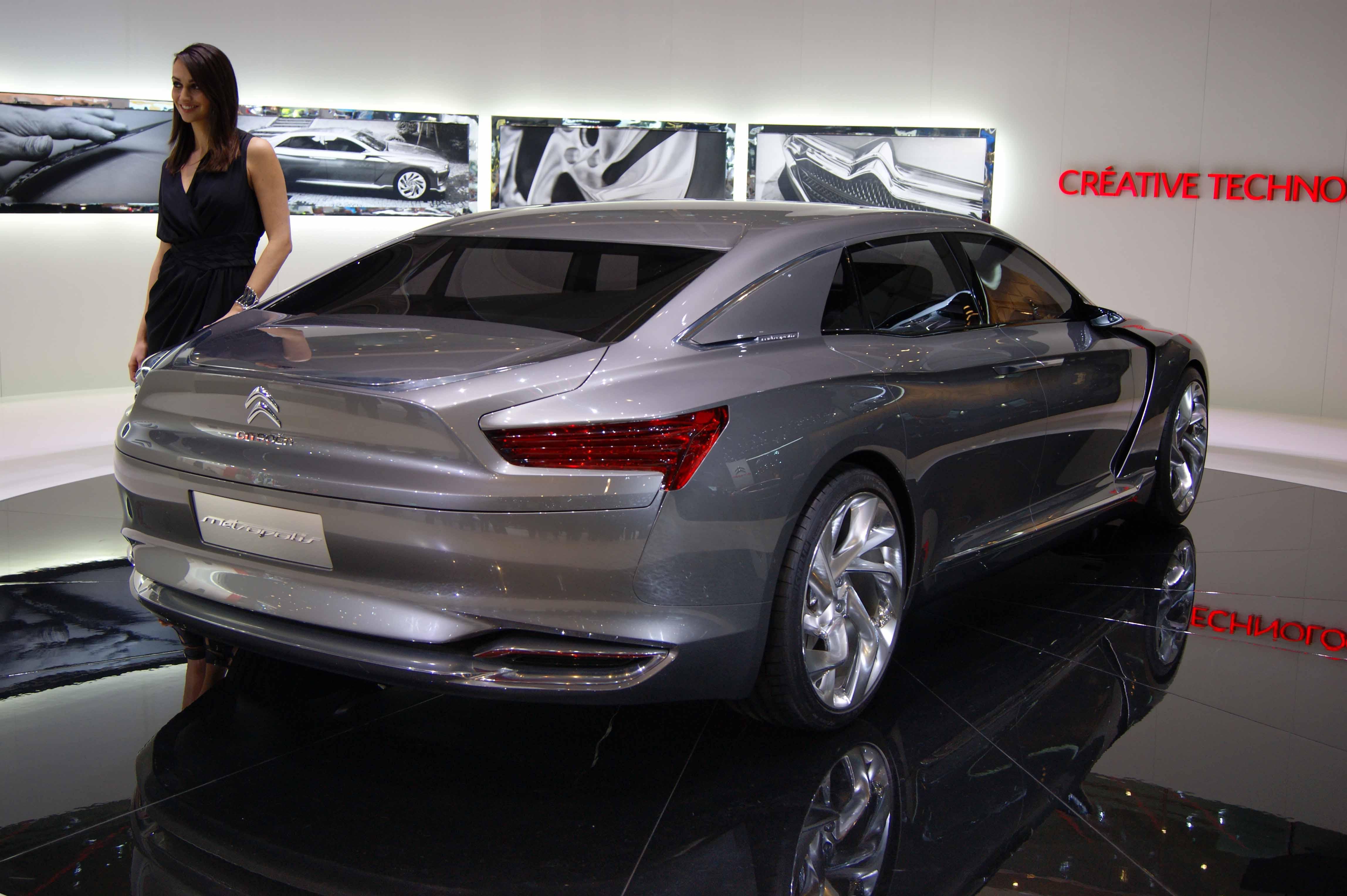 Citroen-Metropolis-concept-3-4-arriere-droit.jpg