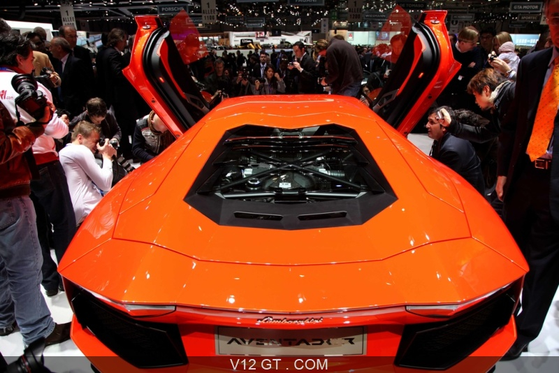lamborghini aventador lp700 4 orange capot moteur salon de gen ve 2011 photos salons les. Black Bedroom Furniture Sets. Home Design Ideas