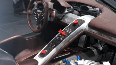 Salon de gen ve 2011 gt infos gt news v12 gt l for Porsche 918 interieur