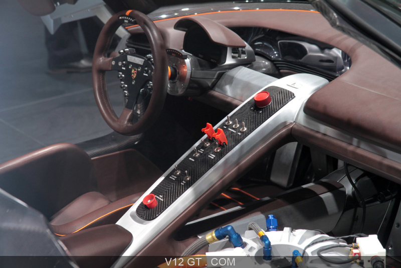 Salon de gen ve 2011 gt salons gt news v12 gt l for Porsche 918 interieur