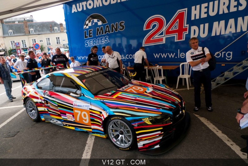 bmw 24h du mans 2010 m3 e92 jeff koons 3 4 avant droit pench endurance photos sport. Black Bedroom Furniture Sets. Home Design Ideas