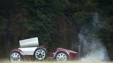 Chantilly Arts & Elégance 2016 - Bugatti Type 35 bordeaux/blanc profil