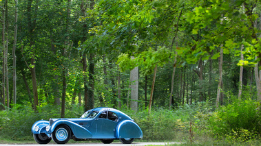 Chantilly Arts & Elégance 2017 - Bugatti Type 57SC Atlantic bleu 3/4 avant gauche 3