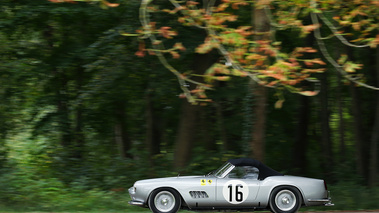 Chantilly Arts & Elégance 2017 - Ferrari 250 GT California Spider gris filé