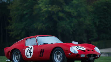 Chantilly Arts & Elégance 2017 - Ferrari 250 GTO rouge 3/4 avant droit