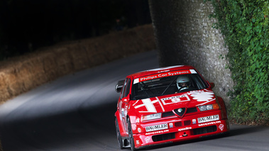 Goodwood Festival of Speed 2017 - Alfa Romeo 155 DTM rouge 3/4 avant droit penché