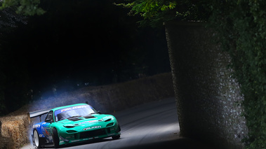 Goodwood Festival of Speed 2017 - Mazda RX-7 vert 3/4 avant droit penché