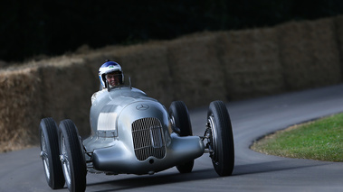 Goodwood Festival of Speed 2017 - Mercedes gris 3/4 avant droit penché
