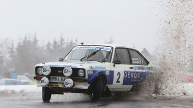 Ford Escort Mk2, blanche+bleu, action face