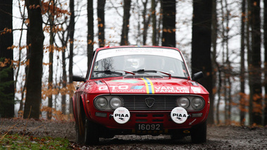 Lancia Fulvia, rouge, action face