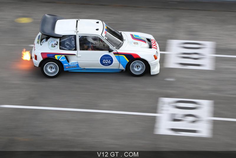 [Montlhéry] Les Grandes Heures Automobile - 24/25.09.16 Les-Grandes-Heures-Automobiles-2015-Peugeot-205-T16-blanc-file-vue-de-haut_zoom
