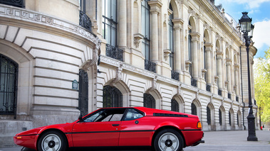 Tour Auto 2017 - BMW M1 rouge profil