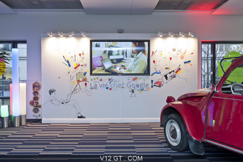 v12 gt installe une citro n 2cv dans les bureaux de google france rue de londres paris. Black Bedroom Furniture Sets. Home Design Ideas