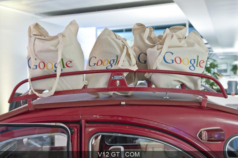 v12 gt installe une citro u00ean 2cv dans les bureaux de google