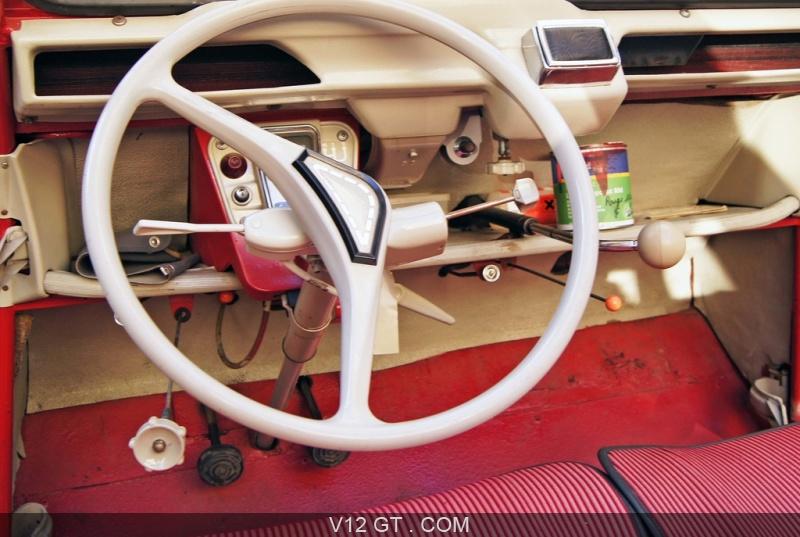 V12 gt installe une citro n 2cv dans les bureaux de google for Interieur 2cv