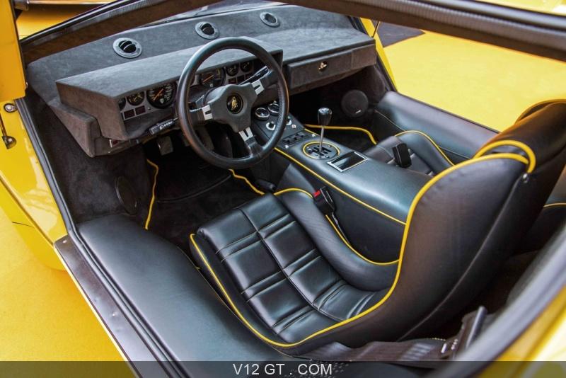Lamborghini countach lp5000 s jaune int rieur for Interieur lamborghini